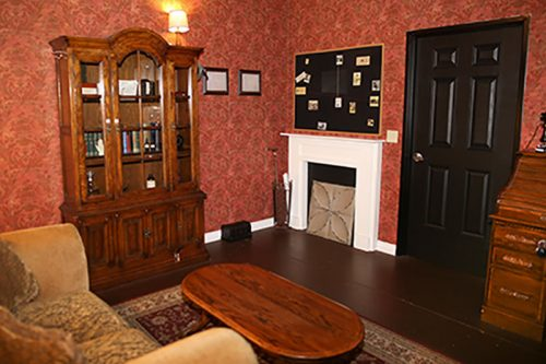 an image of the inside of the 221b Baker Street escape room